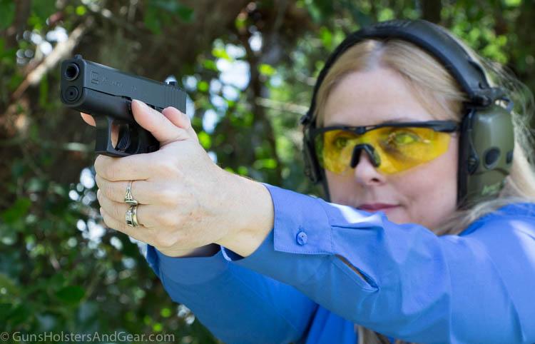 beautiful woman shooting Glock 43