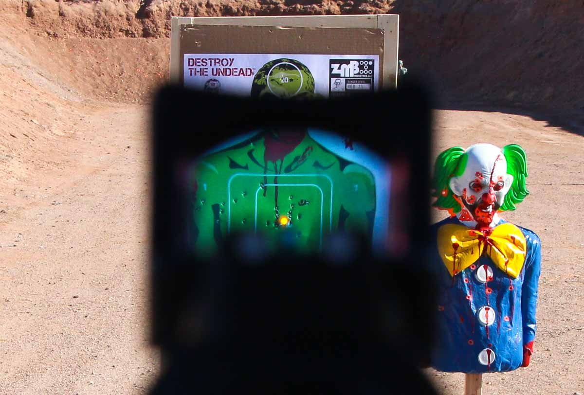 Smith Wesson core view through the RMR optic on zombie clown