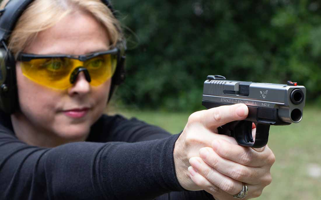 beautiful blonde shooting an xd-s 4 inch pistol