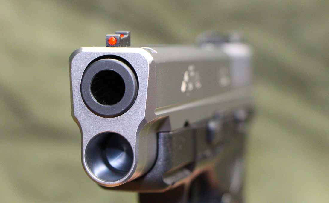 front of xd-s 4.0 pistol with muzzle and sight