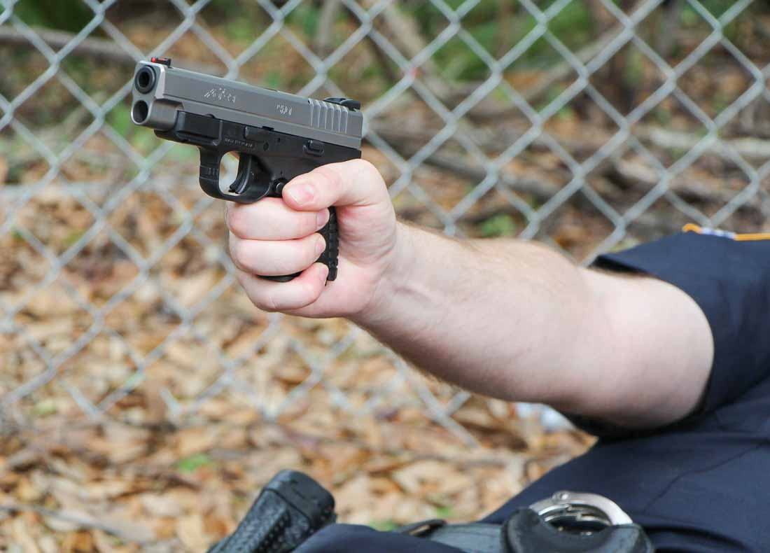 police officer shooting the xd-s 4.0 in self-defense